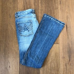 Vintage mom boot cut jeans with pocket accent!!